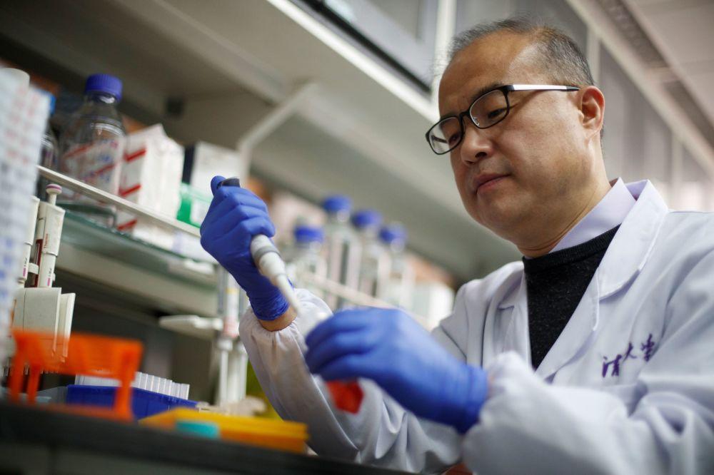 Харьковчан стали прививать китайской вакциной от коронавируса